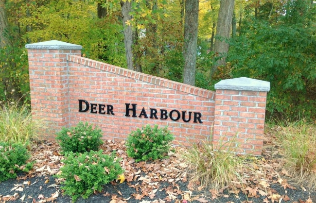 Entrance to the Deer Harbour neighborhood of Salisbury MD